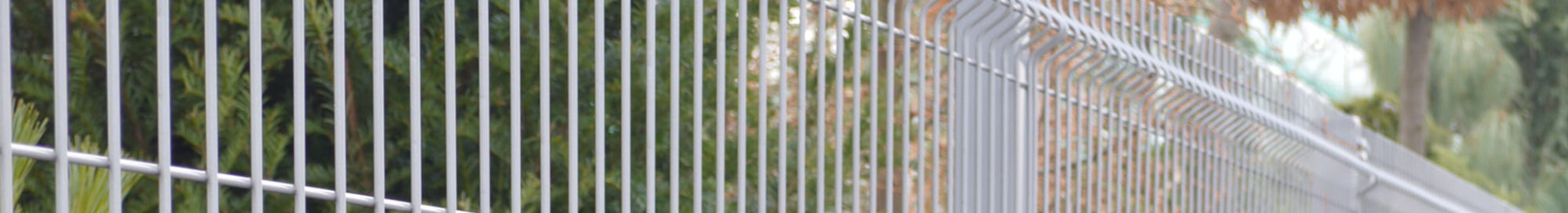 Wire fencing and fence panels